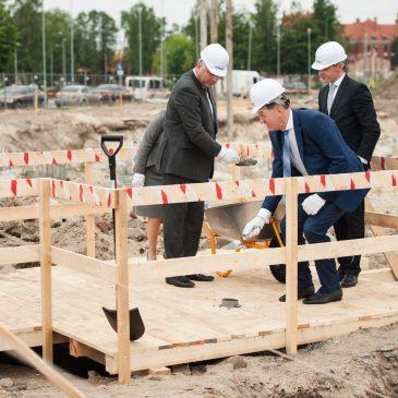 Pradėtos Jūrinio slėnio mokslinių laboratorijų pastato statybos: kapsulės įkasimas